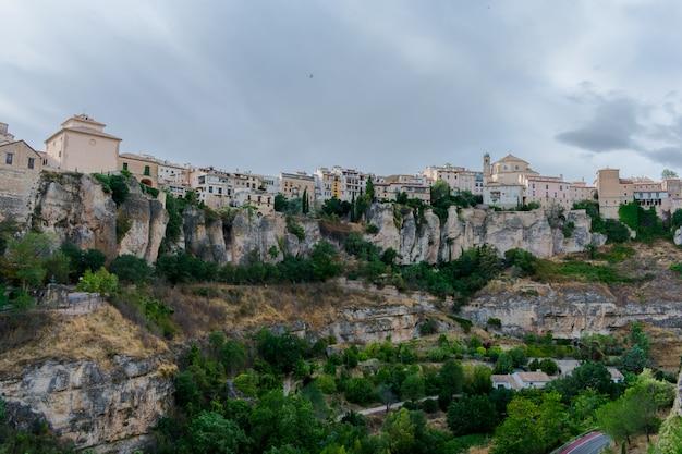 Долина, где расположены casas colgadas (висячие дома)