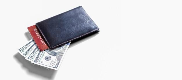 현금 메모와 여권. 관광 개념