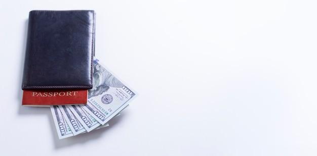 현금 메모와 여권.