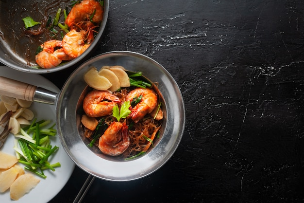 Casseroled shrimps with glass noodles