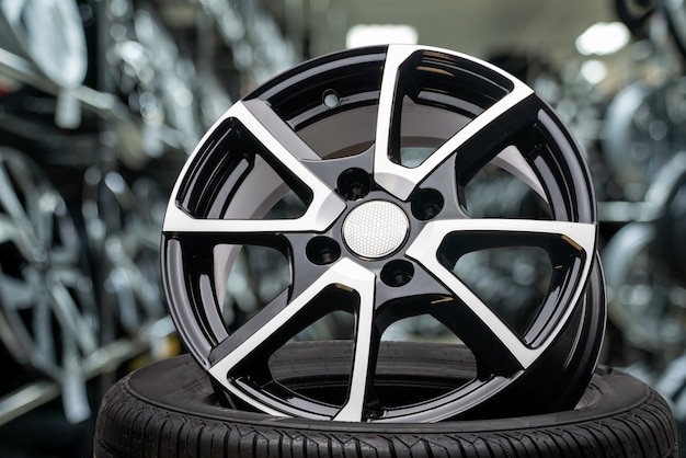 Cast aluminum disc alloy wheel