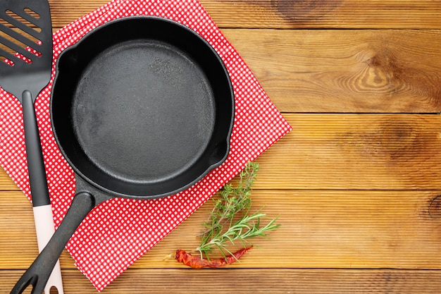Cast iron skillet frying pan