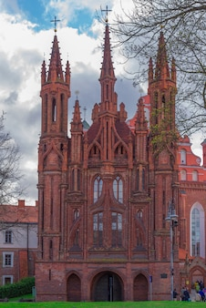 リトアニア、ヴィリニュスの聖アンナ城とアッシジのフランシスコ教会