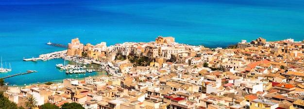 Кастелламмаре-дель-гольфо, красивый прибрежный город в сицилии, италия