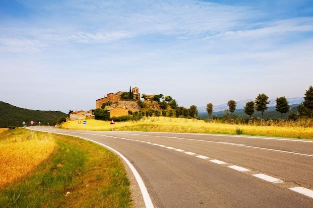 カタロニア語の村。 castellar de la ribera