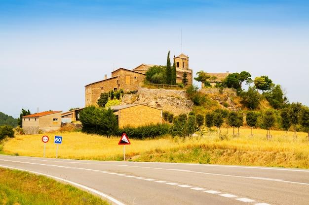 古いカタロニアの村。 castellar de la ribera