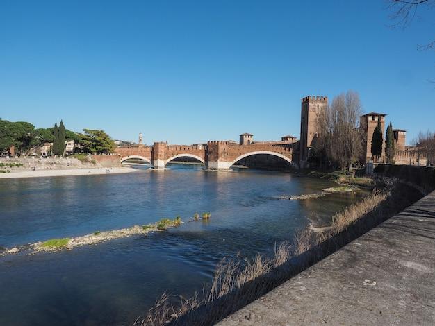 Мост кастельвеккьо, он же мост скалигера в вероне