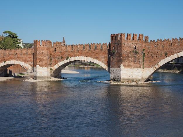 ヴェローナのカステルヴェッキオ橋、別名スカリゲル橋