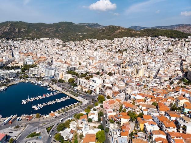 ギリシャの海沿いの城とカヴァラの街