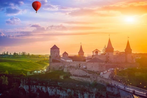 Замок в каменце-подольском и воздушный шар
