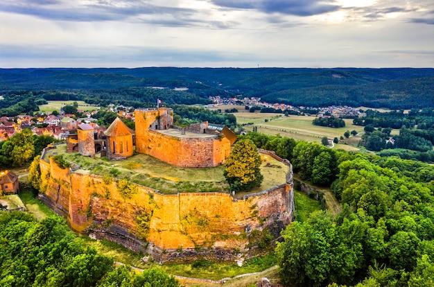 ヴォージュ山脈北部のリヒテンベルク城-フランス、アルザス、バラン