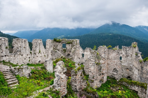 オーストリア アルプスの城跡