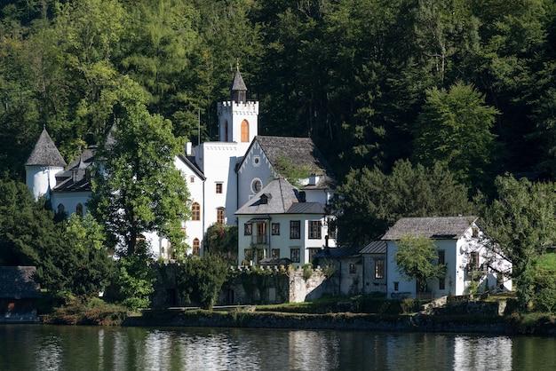 할슈타트 호숫가에 있는 성 슐로스