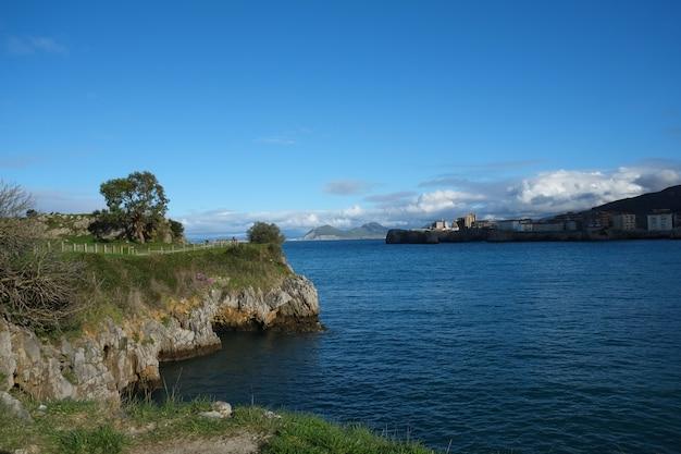 Castro urdialesの風景、海に沿って歩く