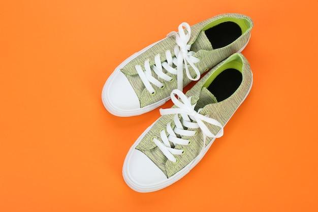 Повседневная женская обувь по цвету