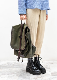 Casual woman carrying a backpack Premium Photo