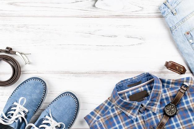 Модная мужская одежда в стиле casual. вид сверху, копия пространства