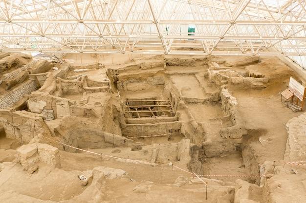 Catalhoyuk konya(터키). 기원전 9000년 중부 아나톨리아에 지어졌으며 9천년 전에 매우 큰 신석기 시대 정착지가 있었던 곳입니다.