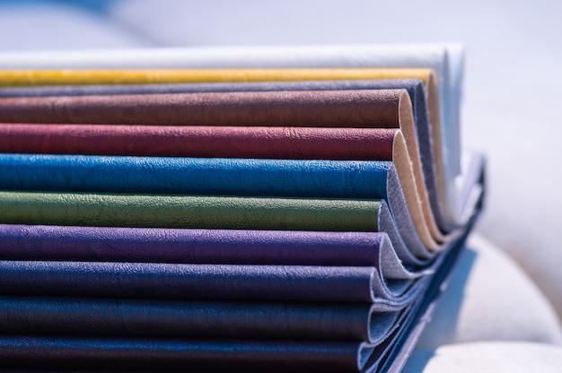 マルチカラーの模造革のカタログ