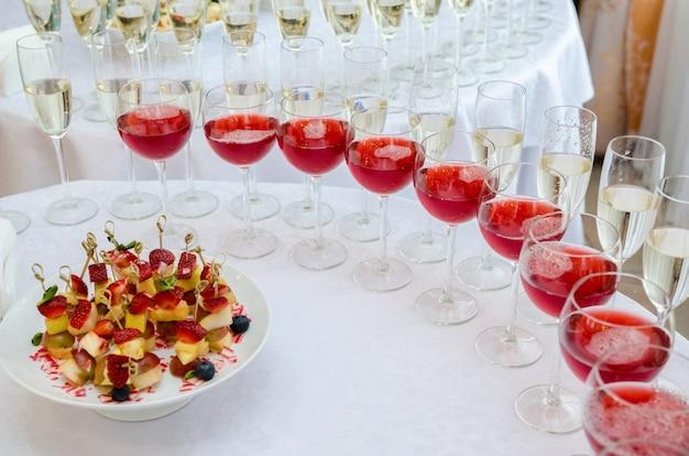 お祝いのケータリングバー。結婚式の日のインテリア