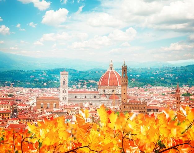 秋の日に大聖堂教会サンタマリアデルフィオーレ、フィレンツェ、イタリア、レトロなトーン