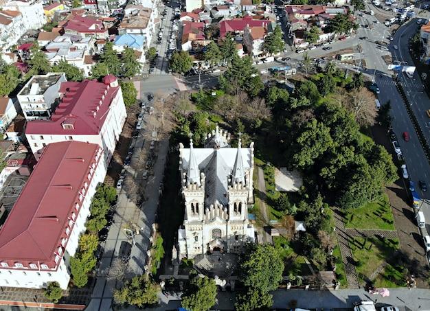 Собор церковь вид сверху на городской пейзаж и горизонт