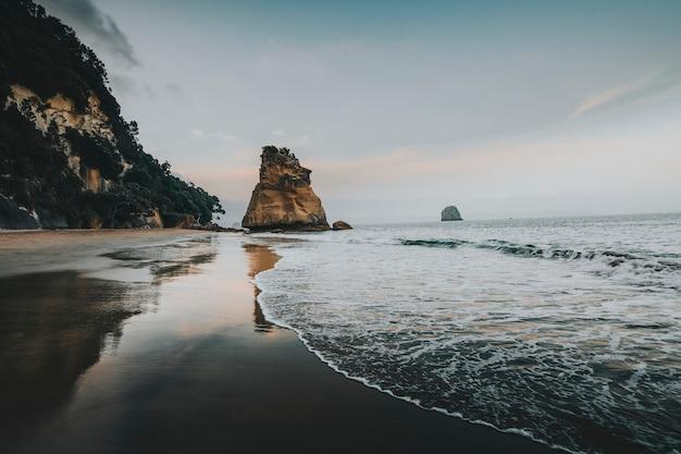 일몰의 커시드럴 코브, 뉴질랜드