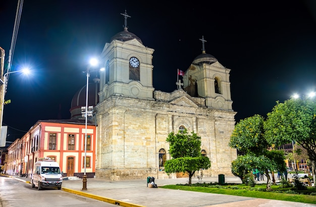 페루 huancayo에서 가장 신성한 삼위일체 대성당