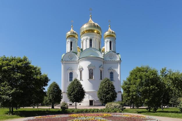キャサリン大聖堂、明るい夏の日のロシア正教会。