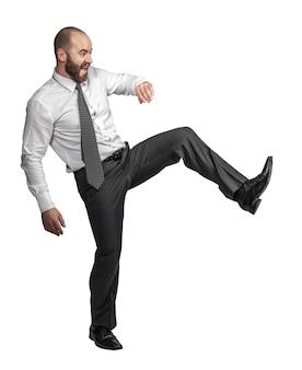 Кавказский бизнесмен в позе ногами. изолированные на белом.