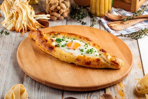 Кавказская кухня аджарская хачапури с яйцом