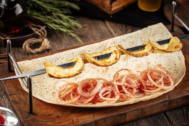 Шашлык из картофеля по-кавказски на гриле