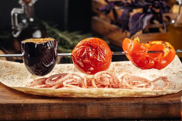 Шашлык из овощей гриль по-кавказски