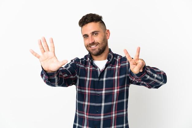 손가락으로 7 세 흰색 배경에 고립 된 백인 남자