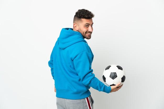 Кавказский человек, изолированные на белом фоне с футбольным мячом