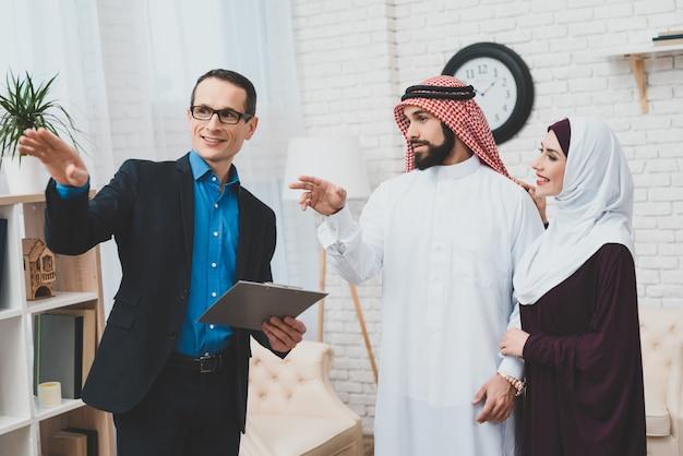 Caucasian mortgage consultant rich saudi clients.