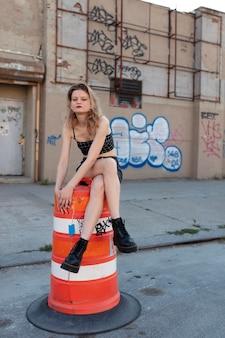 도시 위치에 태도와 백인 펑크 여성