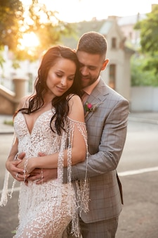 Caucasian romantic young couple celebrating their marriage in city. Free Photo