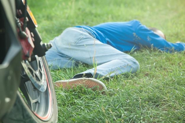 Caucasian unconscious man in outdoors.