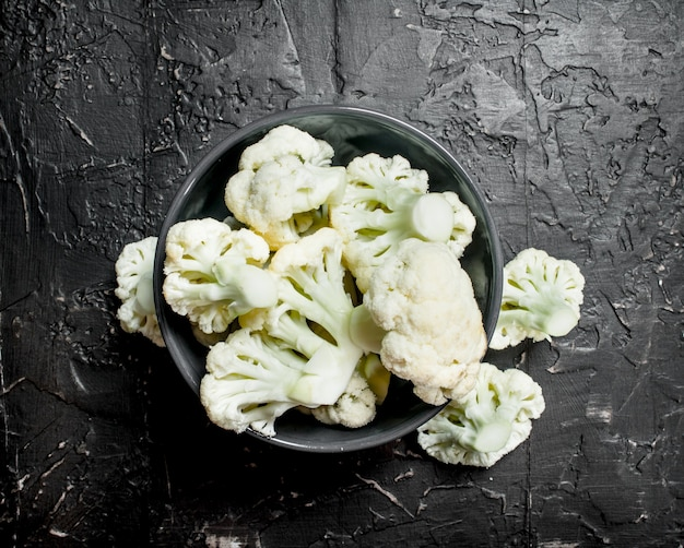 Cauliflower in bowl. on rustic background