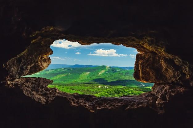 クリミア半島のmangupkaleの洞窟都市山々の上面図
