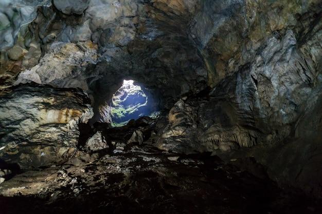 クリミア、エミネベアコーサールの鍾乳洞、石筍、その他の形成物