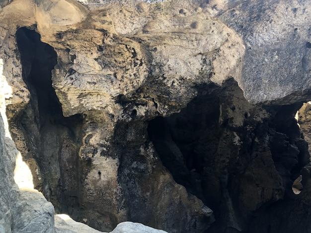 Пещеры и скалы куэва-дель-индио в пуэрто-рико