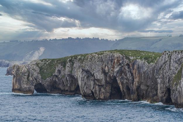 바다의 동굴, llanes, 아스투리아스, 스페인의 cuevas del mar