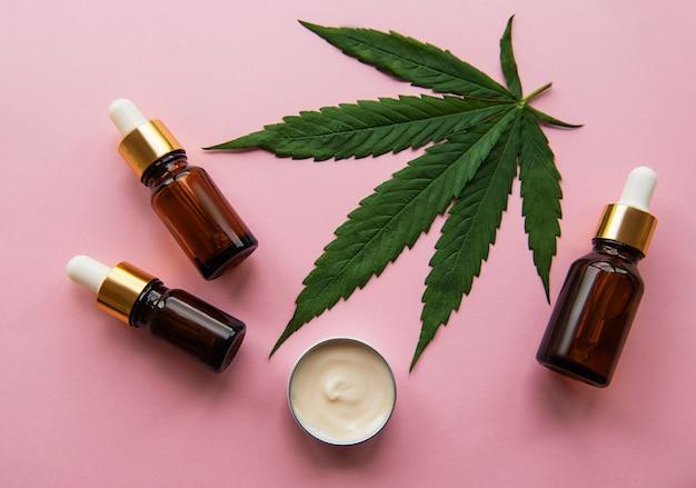 Масло cbd, настойка конопли, косметический продукт каннабиса для ухода за кожей. альтернативная медицина, фармацевтический медицинский каннабис.