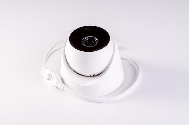 Cctv камера охранная система. видеонаблюдение на столе. хорошо для службы безопасности инженерной компании