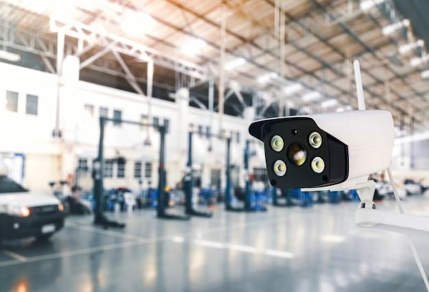 Беспроводная ip-камера видеонаблюдения охранной наружной системы с водонепроницаемой системой на промышленном заводе