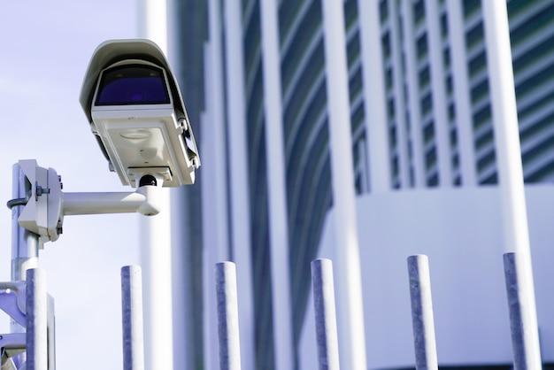 セキュリティcctv安全監視カメラの前の建物