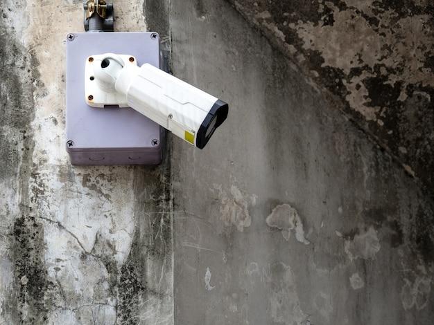 Cctvセキュリティカメラは、警備監視と監視のために空港と地下鉄に設置されています