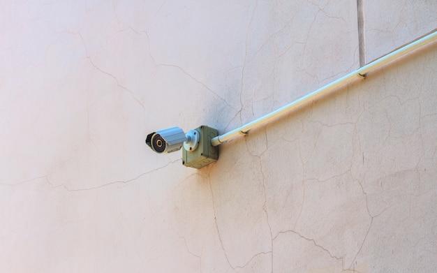 壁のcctvカメラ